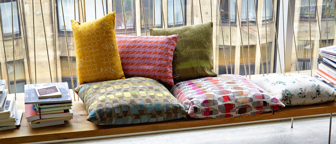 kissen decken teppiche accessoires stoll online shop. Black Bedroom Furniture Sets. Home Design Ideas