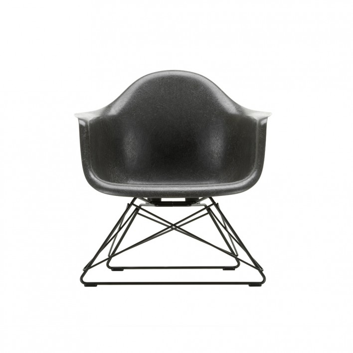Eames Fiberglass Armchair LAR