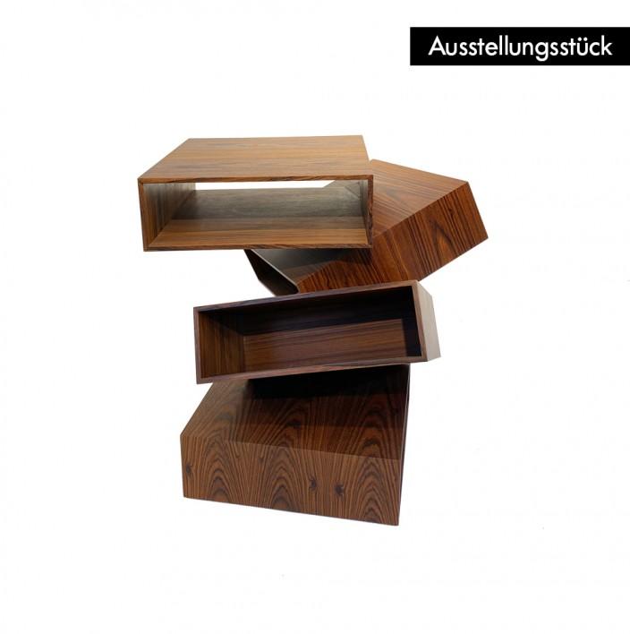 Balancing Boxes - Ausstellungsstück